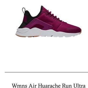 Nike Women's Huaraches in Fuschia (size 9.5)